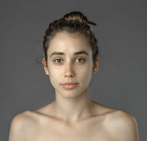 Blogger Esther Honig Explores Global Standards of Beauty