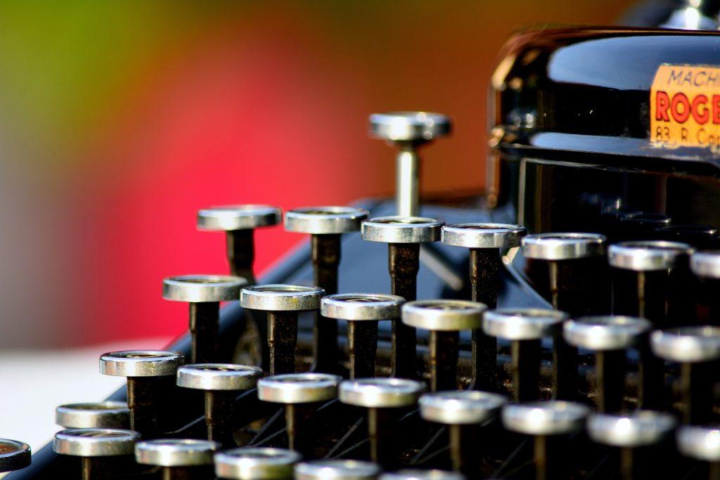 typewriter-1161519_1920
